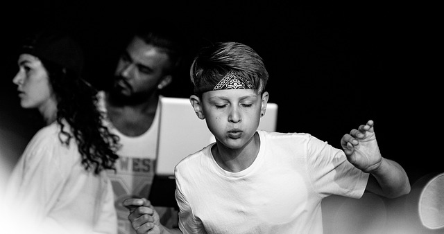 Schwarz/weiß Bild von Jungen