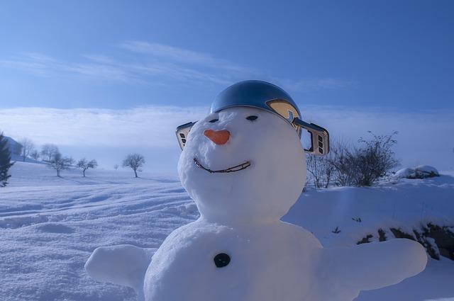 Lachender Schneeman mit Topf