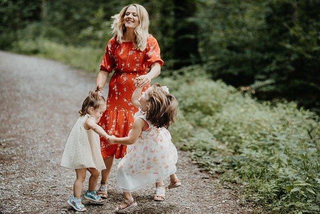 Nanny mit Kindern